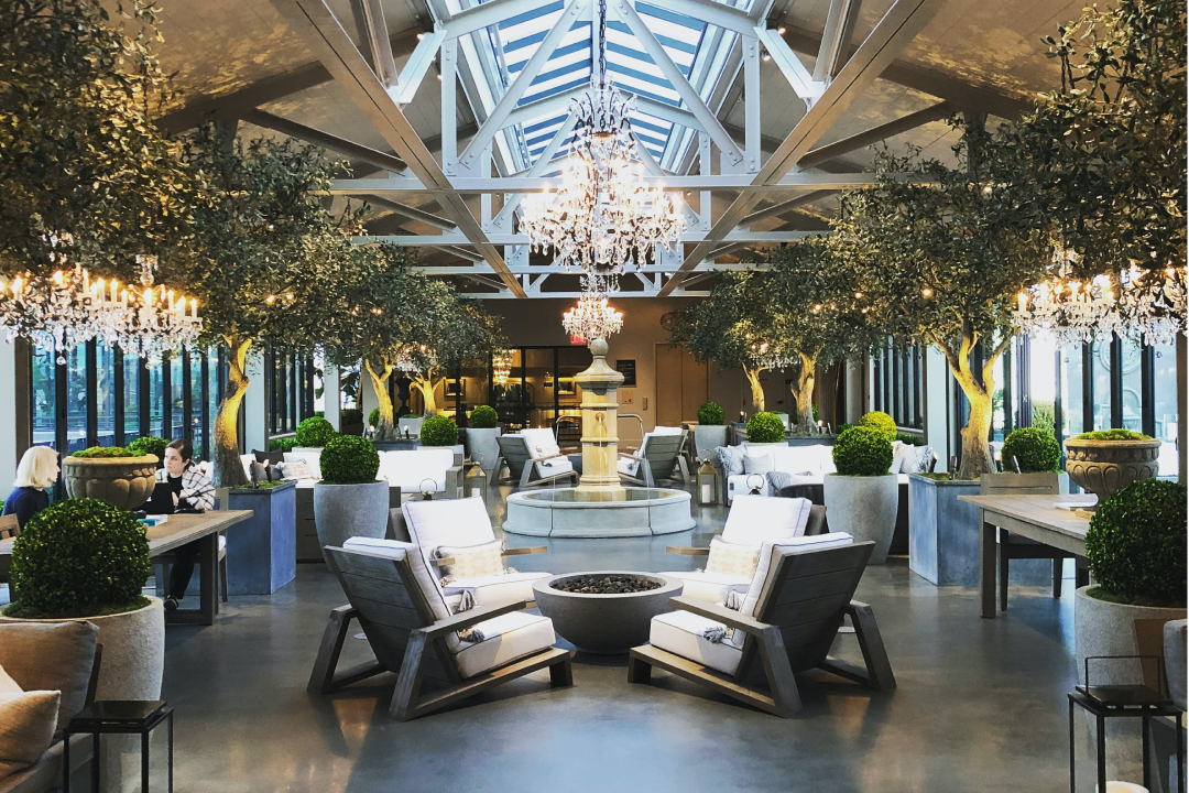 The lobby of a very fancy hotel.